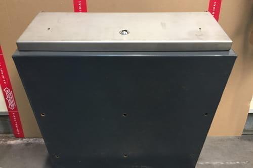 Werkzeugkasten 600x600x250, Kunstlederdeckel aus Edelstahl
