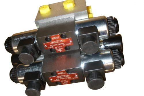 Directional valve ramps